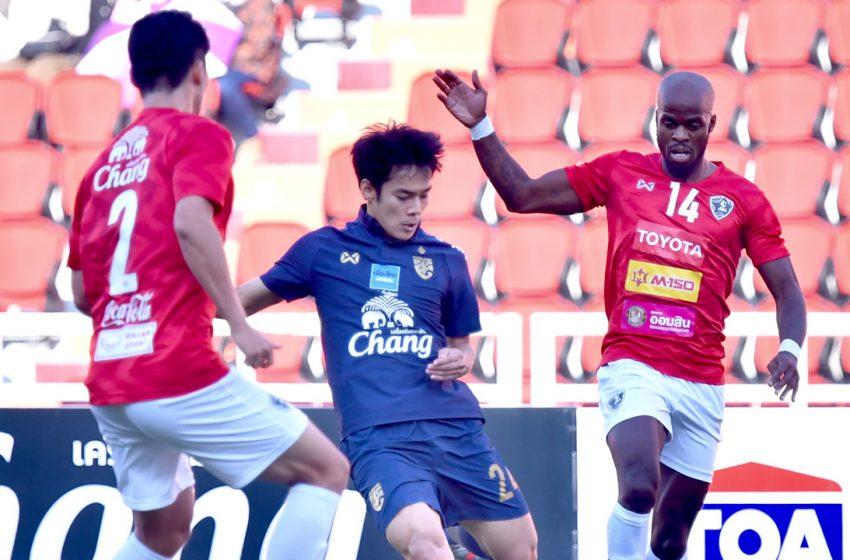"""โดนท้ายเกม ทีมชาติไทย เจ๊า """"ไทยลีกออลสตาร์"""" สุดมัน 2-2"""